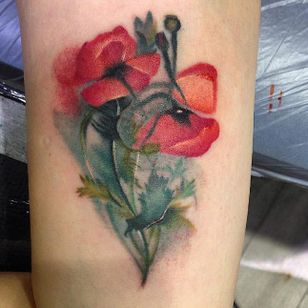 Poppy tattoo by Amy Autumn #AmyAutumn #flower #realism #colour #poppy