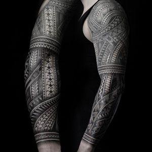 Polynesian-style sleeve. (via IG - colinzumbro) #geometric #polynesian #blackwork #sleeve #largescale #colinzumbro