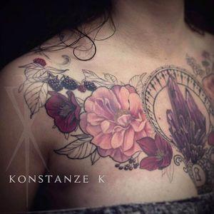 Flowers and crystal cluster chest tattoo done by Konstanze K. #KonstanzeK #illustrativetattoos #floral #crystal