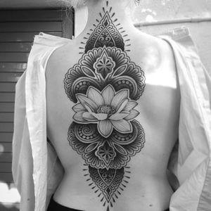 Geometric flower. (via IG - erv2) #largescale #geometric #flower