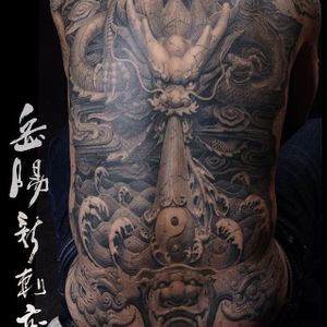 A sculptural depiction of a dragon by Heng Yue (IG—newassasin_tattoo). #blackandgrey #dragon #HengYue #Japanese #largescale #realism