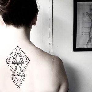 An exquisite geometric shoulder tattoo by Malvina Maria Wisniewska (Via IG— malwina8). #geometric #linework #MalvinaMariaWisniewska #minimalistic #prism