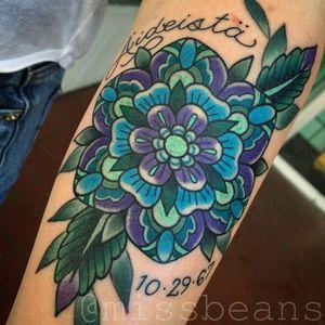 Flower Tattoo by Jessie Beans #flower #traditionalflowertattoo #colorfultattoo #traditional #traditionaltattoo #boldtattoos #brigthtattoos #JessieBeans