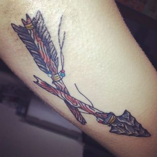 Broken Arrow Tattoo, artist unknown #ArrowTattoo #BrokenArrowTattoo #BrokenArrow #Arrow