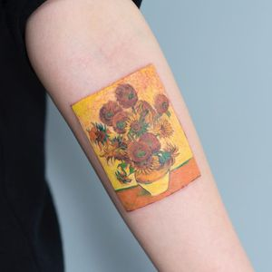 Sunflowers by Van Gogh. Tattoo by Zihee #Zihee #VanGoghtattoo #color #painting #watercolor #fineart #VanGogh #sunflowers #flowers #floral #vase