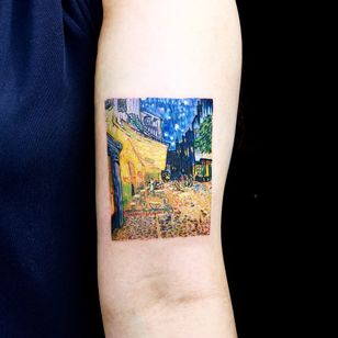 Night Cafe by Van Gogh. Tattoo by Hako tattoo. #Hakotattoo #VanGoghtattoo #color #painting #NightCafe #VanGogh #cafe #sky #night #stars #cityscape #artist #fineart
