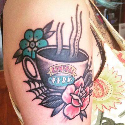 Que tal um café no Central Perk? #MaartenVDB #friends #tvshow #serie #rachel #ross #monica #phoebe #joey #chandler #centralperk #cafe #coffee #flowers #flores #cup #xicara #caneca