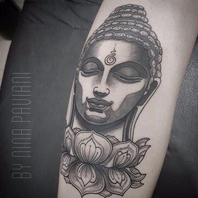 Buddha por Nina Paviani! #NinaPaviani #tatuadorasbrasileiras #tatuadorasdobrasil #tattoobr #tattoodobr #Buddha #Budismo #buddhism