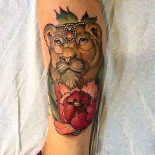 Neo traditional lioness tattoo by Ian Caroppoli #lioness #IanCaroppoli #neotraditional #peony