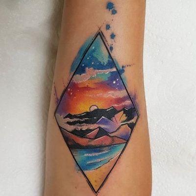 Fim de tarde #JosieSexton #gringa #watercolor #aquarela #sunset #fimdetarde #day #dia #landscape #paisagem #losango #losange #monatanha #hill #sea #mar #ocean #beach #praia #sun #sol #sky #ceu