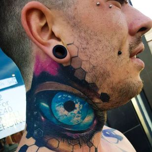 Insane looking eye tattoo on the neck done by Craig Cardwell. #CraigCardwell #surreal #painterly #eye #necktattoo