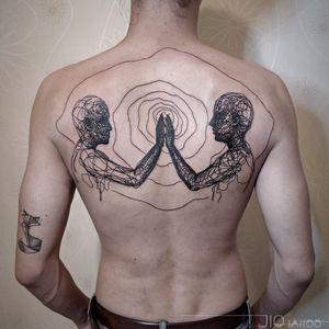 Strange scribbles entangle us. Tattoo by Jio Maia #JioMaia #blackwork #illustrative #linework #portrait #face #hands #backpiece #surreal #strange #hypnotic