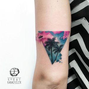 Koray Karagözler's miniature landscapes with a UFO over palm trees. (IG— koray_karagozler) #geometric #KorayKaragözler #landscape #palmtrees #UFO #watercolor #silhouette