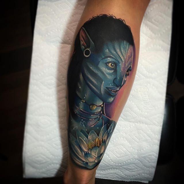 Neytiri from Avatar. Tattoo by Poch Tattoos. #realism #colorrealism #PochTattoos #Avatar #Neytiri