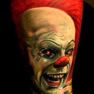 Killer detailed piece found on Pinterest by unknown artist #Pennywise #IT #StephenKing #clown #reboot #TimCurry #horror #realism