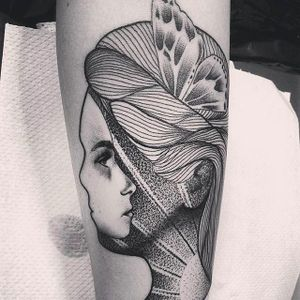 Unique mother and child tattoo idea #Dotwork #Black #MotherandChildTattoo #Mother #Child #Mommy #Baby #Momtattoo