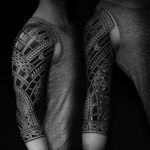 Blackwork Polynesian sleeve. (via IG - colinzumbro) #geometric #polynesian #blackwork #sleeve #largescale #colinzumbro