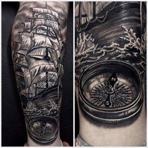 Rumo ao horizonte com esse realismo foda #RodrigoLobão #RodrigoRodrigues #brasil #brazil #tatuadoresdobrasil #brazilianartist #realismo #realism #navio #ship #bussola #compass #mar #sea #ocean #pretoecinza #blackandgrey