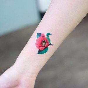 Poppy by Zihee (via IG-zihee_tattoo) #microtattoo #smalltattoo #femininetattoo #flowertattoo #watercolor #painterly #zihee