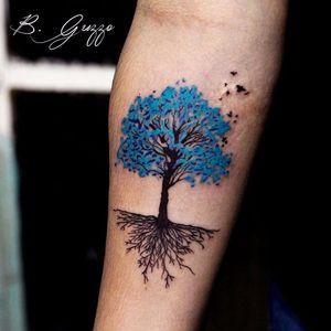 Árvore por Bruna Guzzo!  #BrunaGuzzo #tatuadorasbrasileiras #tattoobr #tatuadorasdobrasil #tattoodobr #tree #árvore