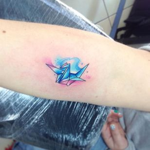 Origami Tattoo by Adrian Bascur. Watercolor tattoos by Adrian Bascur can be so cute and creative. #Watercolor #WatercolorTattoos #WatercolorArtists #BoldWatercolor #BestWatercolor #ModernTattoos #ContemporaryTattoos #AdrianBascur #Origami #Origamitattoo