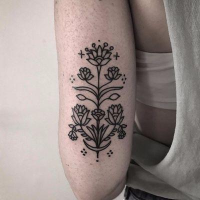 Ornamental blossoms by BrunaSoares #BrunaSoares #xapiripa #blackwork #linework #dotwork #minimal #minimalist #ornamental #moon #crescentmoon #flowers #leaves #blossom #simple #tattoooftheday