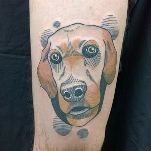 The fine lines added to this Golden Retriever tattoo by A. Cobalto give it personality. #goldenretriever #dog #linework #ACobalto