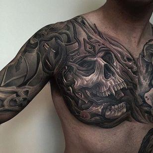 Skull on the chest. (via IG - evilkolors) #largescale #blackandgrey #realism #gregnicholson #skull