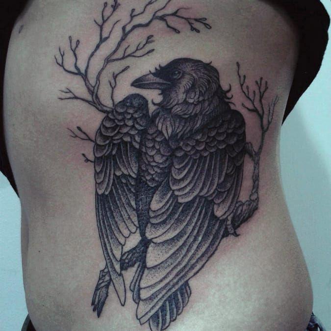 Corvo por Caroline Jamhour! #CarolineJamhour #TatuadorasBrasileiras #TatuadorasdoBrasil #TattooBR #TattoodoBr #raven #craw #corvo
