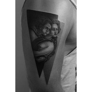 We love how this couple by Pawel Indulski (IG—dotyk.tattoo) look as if they are creating the wind. #artistic #blackandgrey #couple #dotwork #PawelIndulski #pointillism #stippling