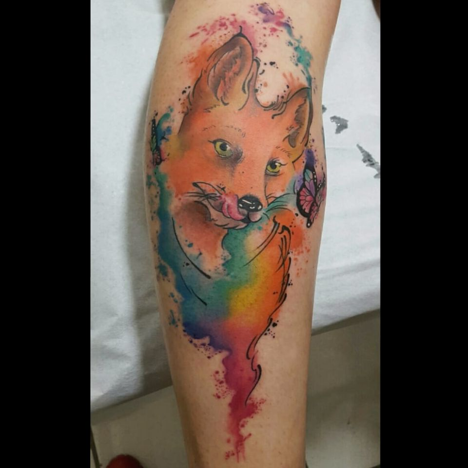 Raposinha por Rodrigo Tanigutti! #RodrigoTanigutti #tatuadoresbrasileiros #raposa #fox #watercolor #aquarela #borboleta #butterfly