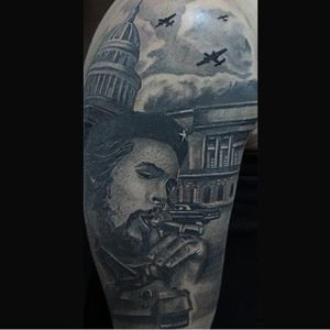 Amazing portrait with the story on the back by @shicdepablo_tattoo #CheGuevara #Anarchist #portrait #portraittattoo #historic #realism