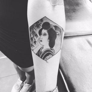 Japanese kite tattoo by Ami James #AmiJames #blackandgrey #Japanese #tako #kite #geisha #lady #portrait #plant #leaves #tree #irezumi #besttattoos #tattoooftheday