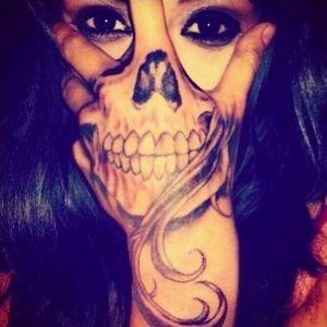 That's a perfect placement! Via Pinterest, artist unknown. #handtattoo #hand #skull #skulltattoo #blackwork