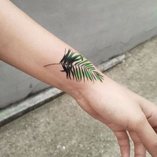 Palm leaf via instagram zihee_tattoo #palm #palmleaf #plant #watercolor #colorful #illustrative #zihee