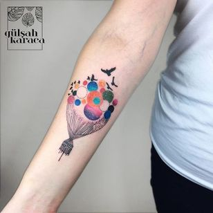 Conceptual hot air balloon tattoo by Gülşah Karaca. #GulsahKaraca #illustrative #graphic #technicolor #trippy #geometric #hotairballoon #balloon #birds #conceptual