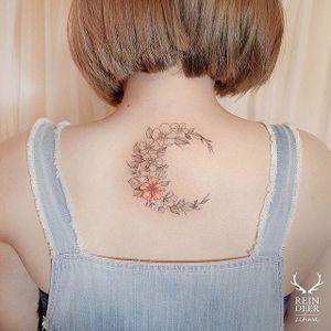 Fine line tattoo by Zihwa. #Zihwa #SouthKorean #SouthKorea #fineline #floral #blackandgrey #flower #crescentmoon #moon #crescent