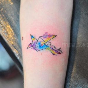 Origami na pele #MonicaGomes #brazilianartist #brasil #brazil #TatuadorasDoBrasil #origami #passaro #çavaloin #origamibird #passaroorigami #watercolor #aquarela