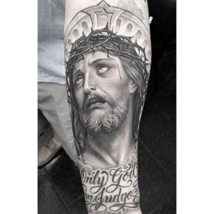 Jesus portrait by @chueyquintanar #chueyquintanar #blackandgrey #realism #jesus