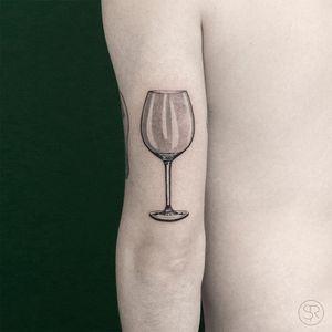 Wino glass tattoo by Sven Rayen #SvenRayen #drinktattoos #blackandgrey #realism #realistic #hyperrealism #wine #wineglass #glass #drink #wino #winoforever #alcohol