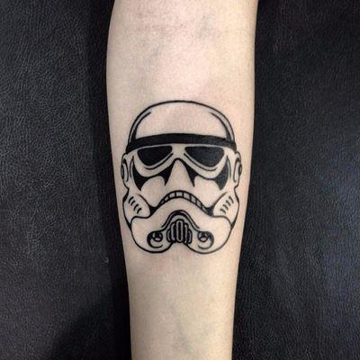 Tattoo por Filipe Tonon! #FilipeTonon #TatuadoresBrasileiros #tatuadoresdobrasil #tattoobr #tattoodobr #traditional #tradicional #oldschool #stormtrooper #starwars #nerd #geek #filme #movies