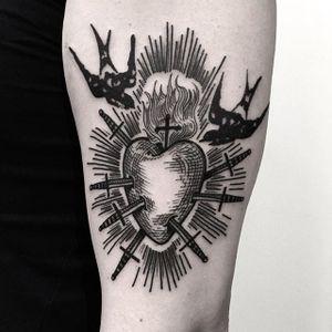 Sacred Heart Tattoo by Massimo Gurnari #sacredheart #heart #swallow #blackwork #illustrative #darkart #etching #linework #MassimoGurnari