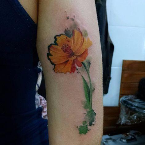 Flor por Samme Antunes! #SammeAntunes #tatuadoresbrasileiros #tatuadoresdobrasil #tattoobr #tattoodobr #flower #flor #colorful