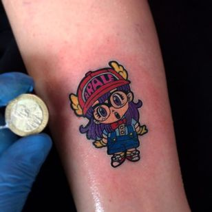 Arale Norimaki tattoo by Ricardo Reyes. #RicardoReyes #anime #dragonballz #arale #aralenorimaki #kawaii #cute #littlegirl #drslump