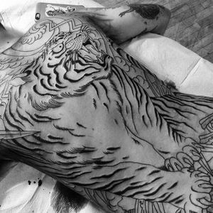 This tiger is going to be epic with color. Tattoo by Chris O'Donnell. #ChrisODonnell #TraditionalJapanese #KingsAvenueTattoo #NewYorkTattooer #oriental #easternculture #tiger #asianart