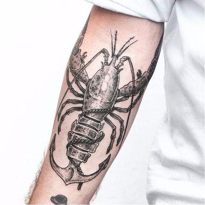 Lagostâncora! Que criatividade rapaz! #PerpetuoTattoo #BernardoBoni #RioDeJaneiro #fineline #blackwork #designer #TatuadoresDoBrasil #lagosta #lobster #ancora #anchor