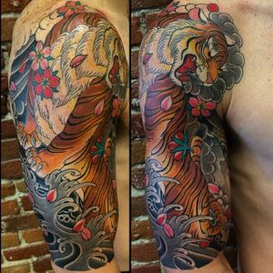 Awesome and powerful looking tiger half sleeve tattoo by Horisuzu. #Horisuzu #Taku #UnbreakableTattoo #JapaneseTattoo #tiger