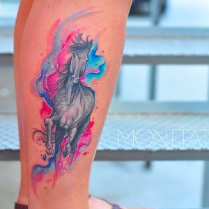 Beautiful freehand horse tattoo by Monica Gomes #monicagomes #monitattoo #horsetattoodesign #blackhorse #watercolor #freehand #freehandtattooartist