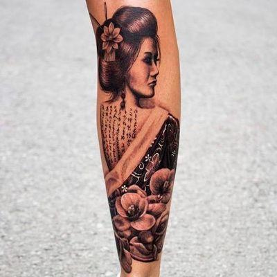 Tattoo feita por Steve Toth! #SteveToth #gueixa #gueixatattoo #geisha #geishatattoo #blackandgrey #pretoecinza #blackandgreytattoo