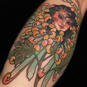 Mum girl by Claudia de Sabe (via IG-claudiadesabe) #chrysanthemum #flower #november #birthflower #mum #japaneseinspired #color #claudiadesabe